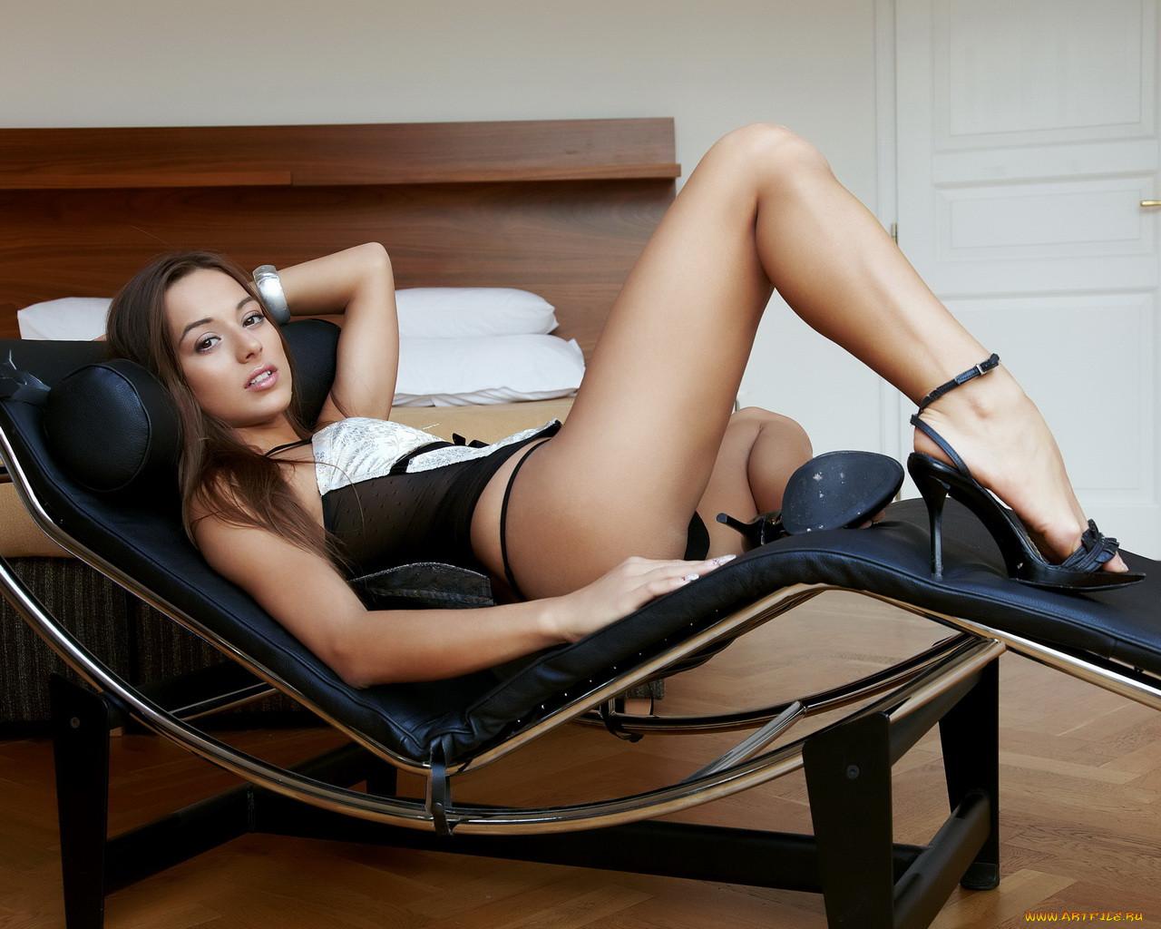 Девушки красивые ноги голые прав